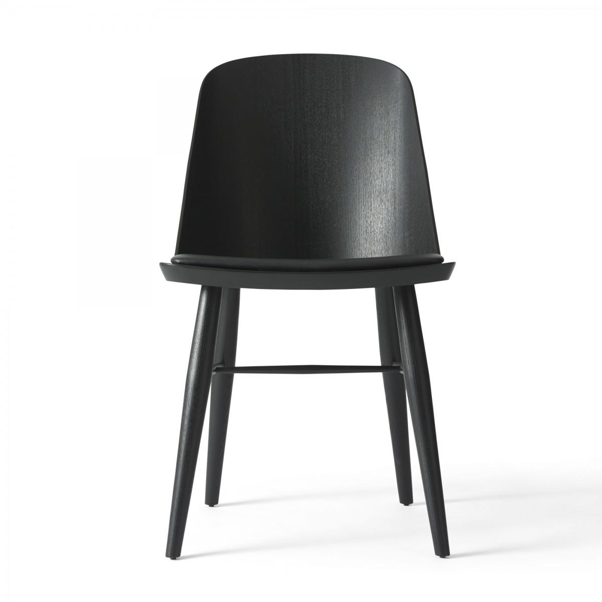 chaise synnes cuir noir et fr ne teint noir muuto. Black Bedroom Furniture Sets. Home Design Ideas