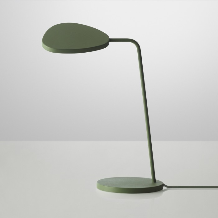 Lampe de table orientable leaf en aluminium muuto lampe de table leaf mozeypictures Choice Image