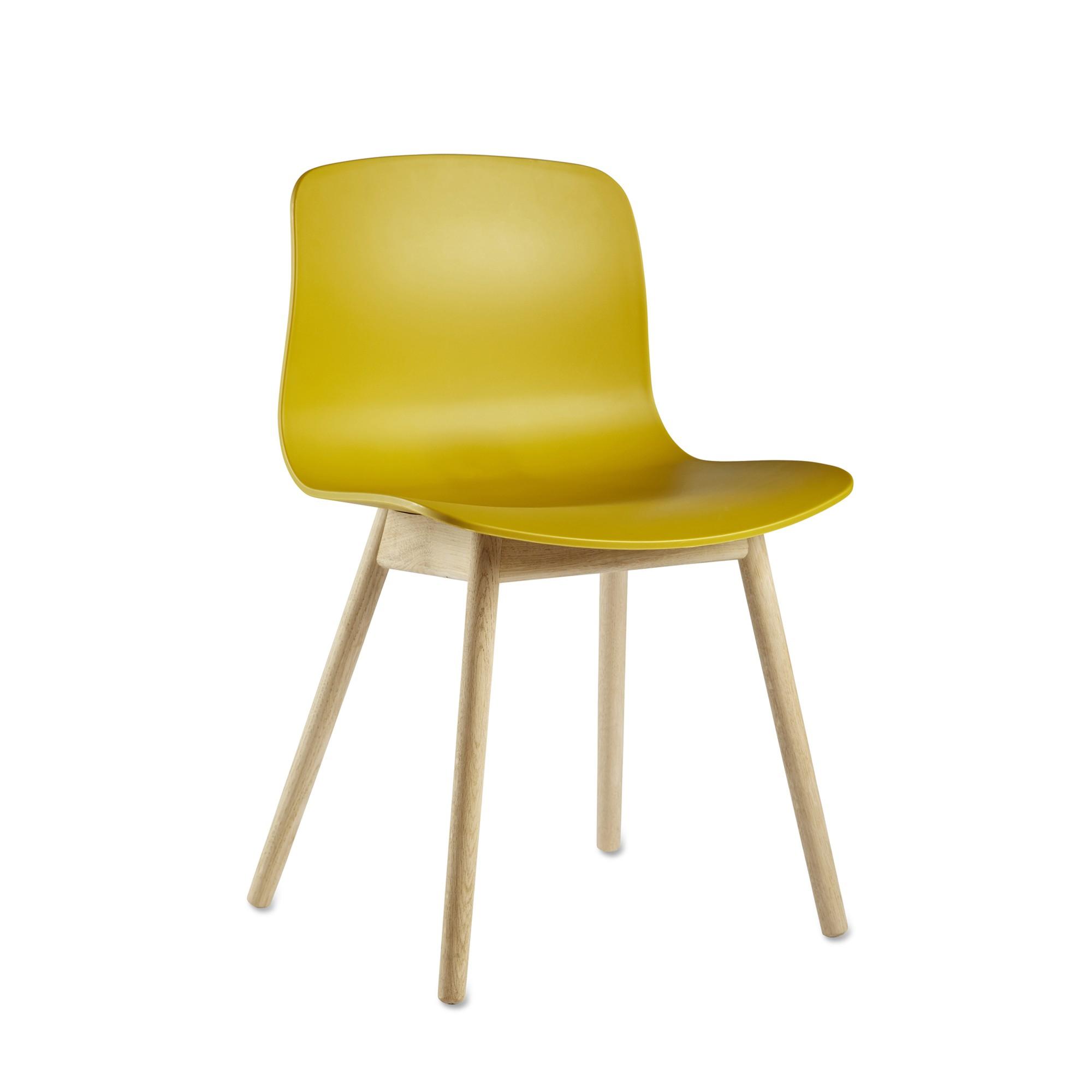 Chaise ABOUT A CHAIR AAC 12 Coque Plastique Et Pietement En Chene Traite