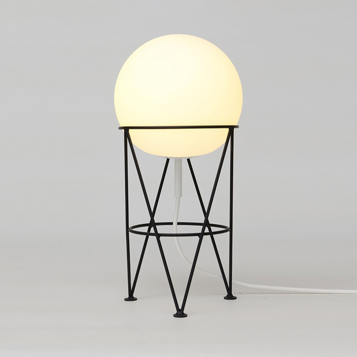 Lampe A Poser Structure And Globe Areti
