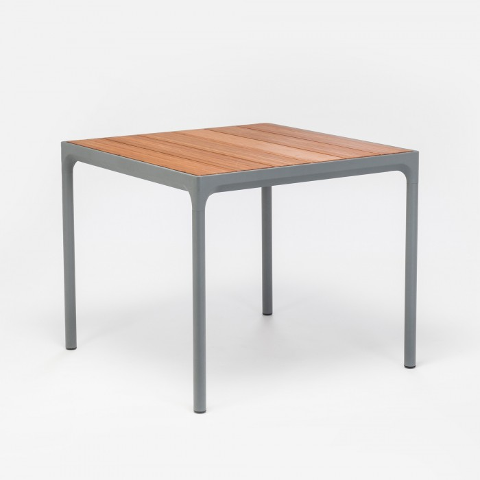Table FOUR carrée
